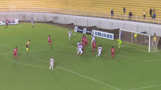 Lateral decide jogo com gol de calcanhar na Série C, cita surpresa e mira busca pelo G-4