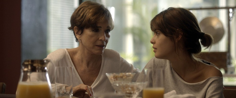 Kiki e Nanda conversam sobre Caíque  (Foto: TV Globo)