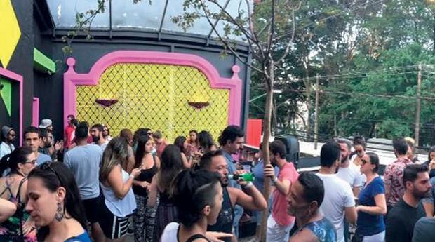 Festas vespertinas que reúnem multidões em São Paulo. Mundo Pensante, espaço no bairro do Bixiga (Foto: Karina Saccomanno)