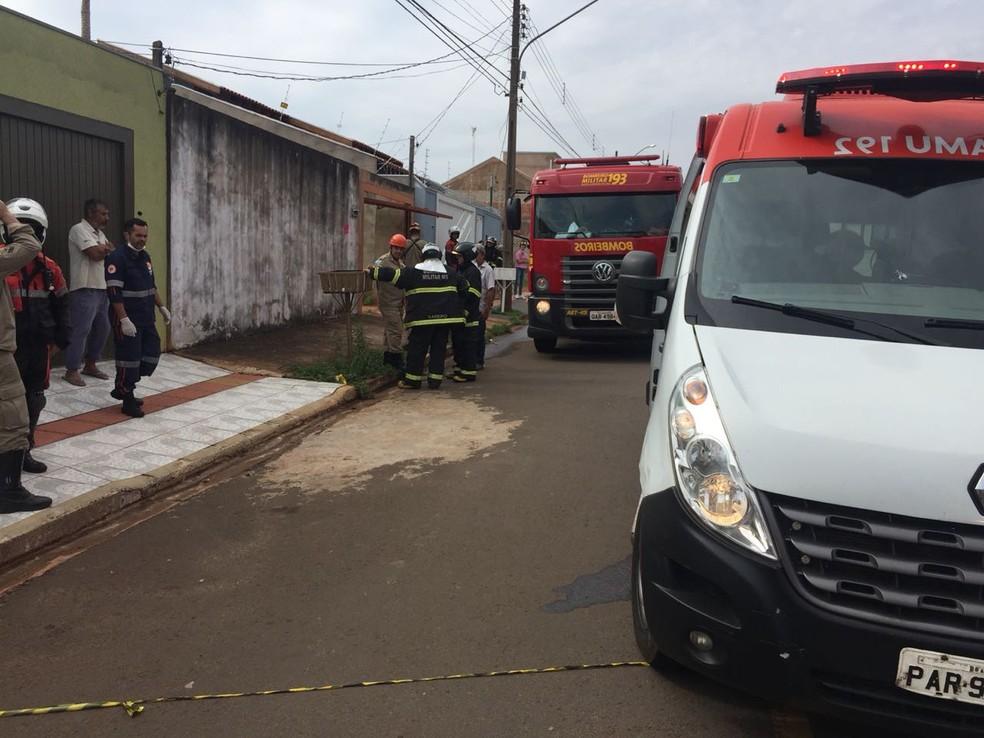 Bombeiros e Samu socorreram as vítimas do incêndio em MS — Foto: Graziela Rezende/G1 MS