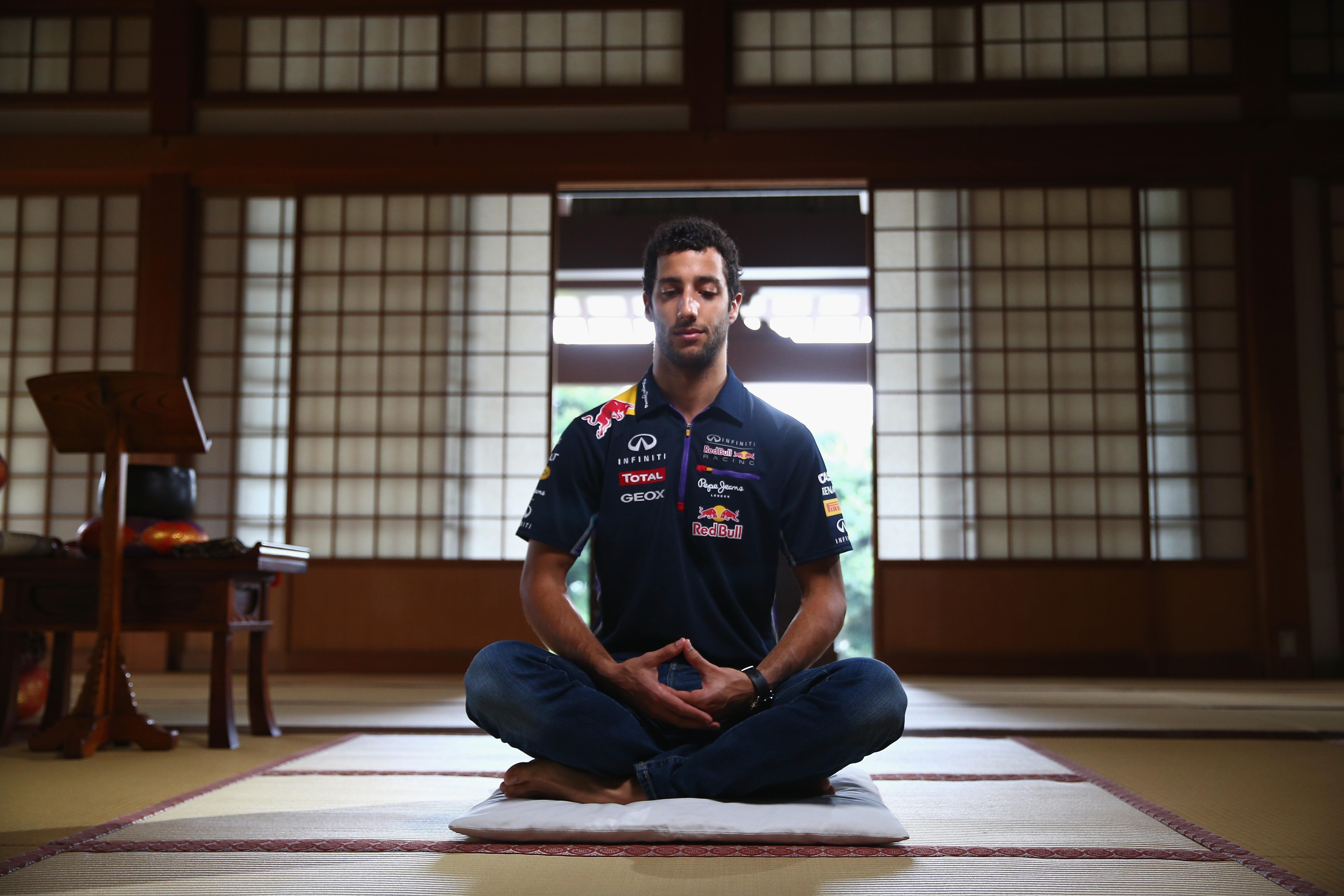 Daniel Ricciardo medita (Foto: gettyimages)