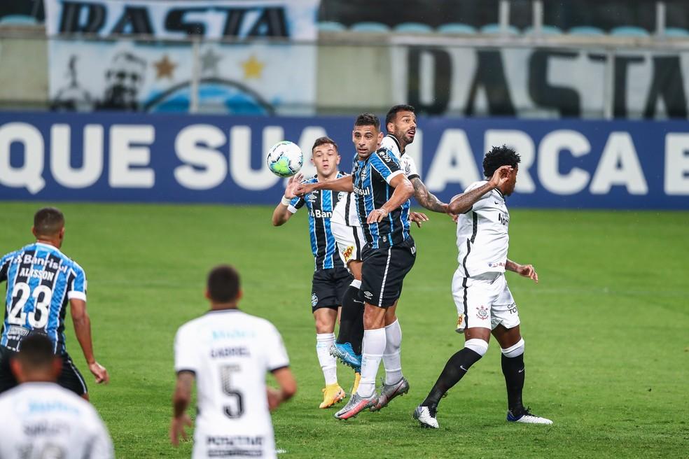 Alisson, Pepê e Diego Souza formam o novo trio ofensivo no Grêmio — Foto: Lucas Uebel/Grêmio