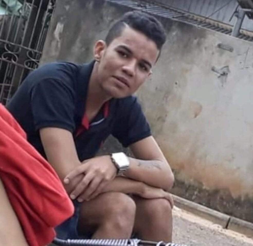 Suspeito tinha mandado de prisão e foi preso com droga — Foto: Divulgação PC/AC