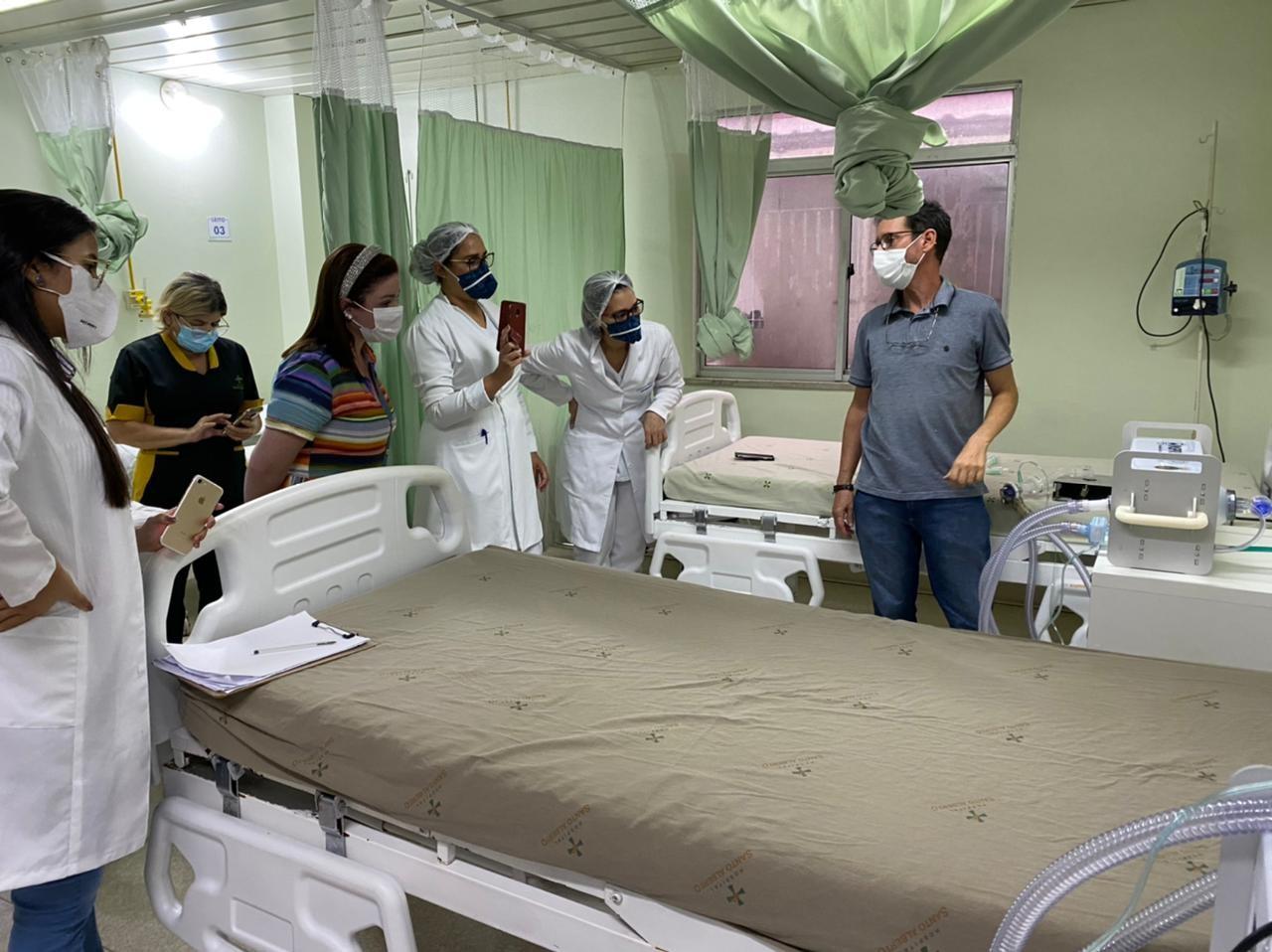 28 respiradores desenvolvidos pela USP já foram entregues em Manaus; professor treinou equipes pessoalmente