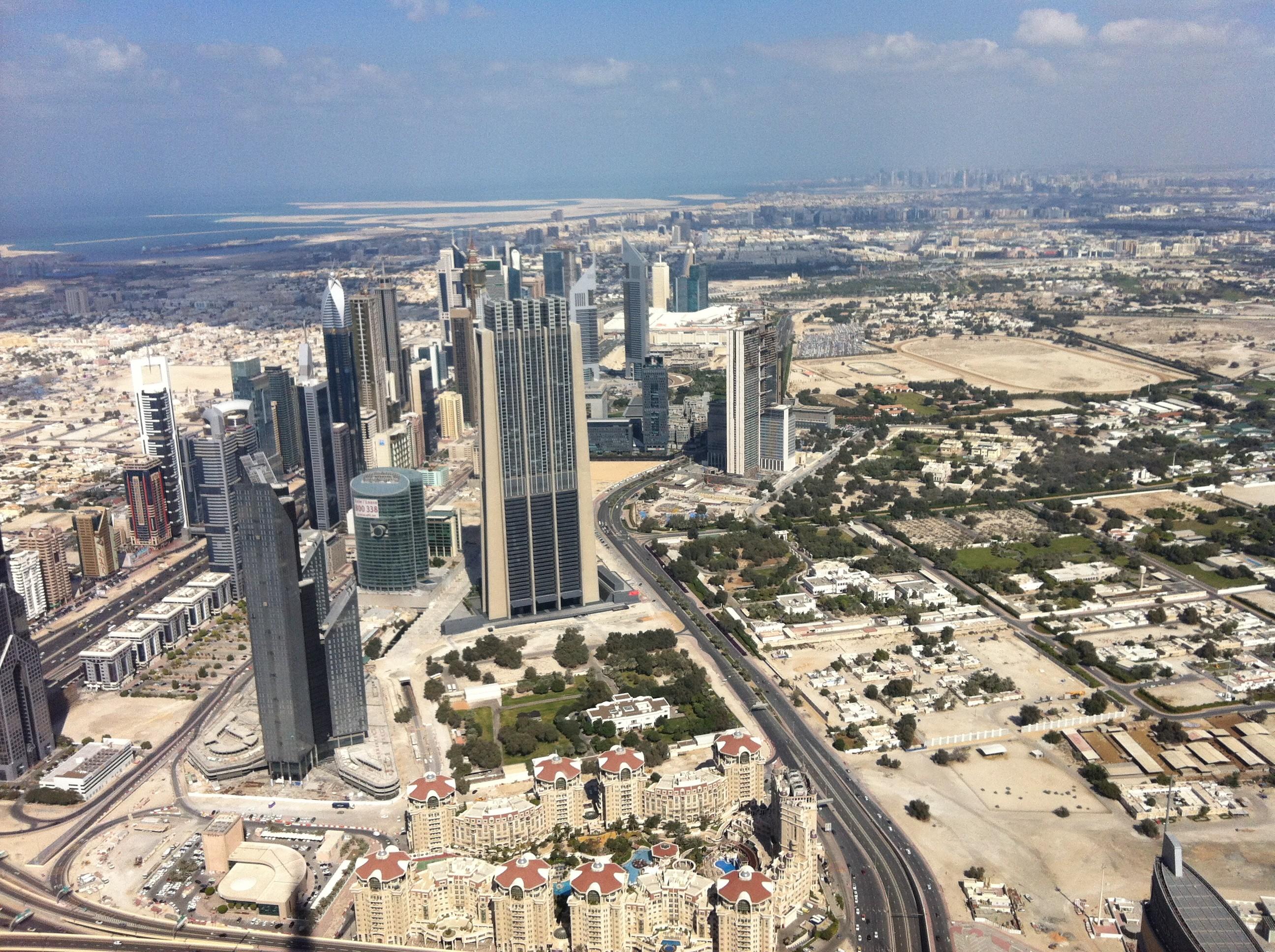 Brasileiros já podem viajar sem visto para os Emirados Árabes Unidos