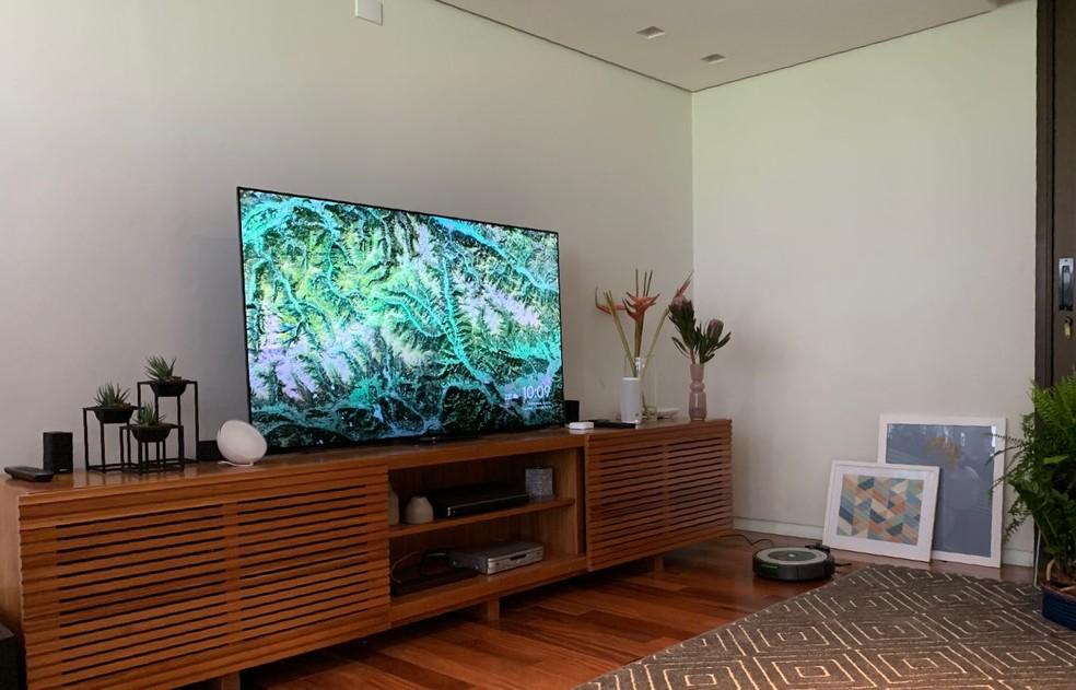 Televisão, aspirador de póe, lâmpadas e'smart speaker'. Google apresentou primeira versão da casa conectada. — Foto: Thiago Lavado/G1