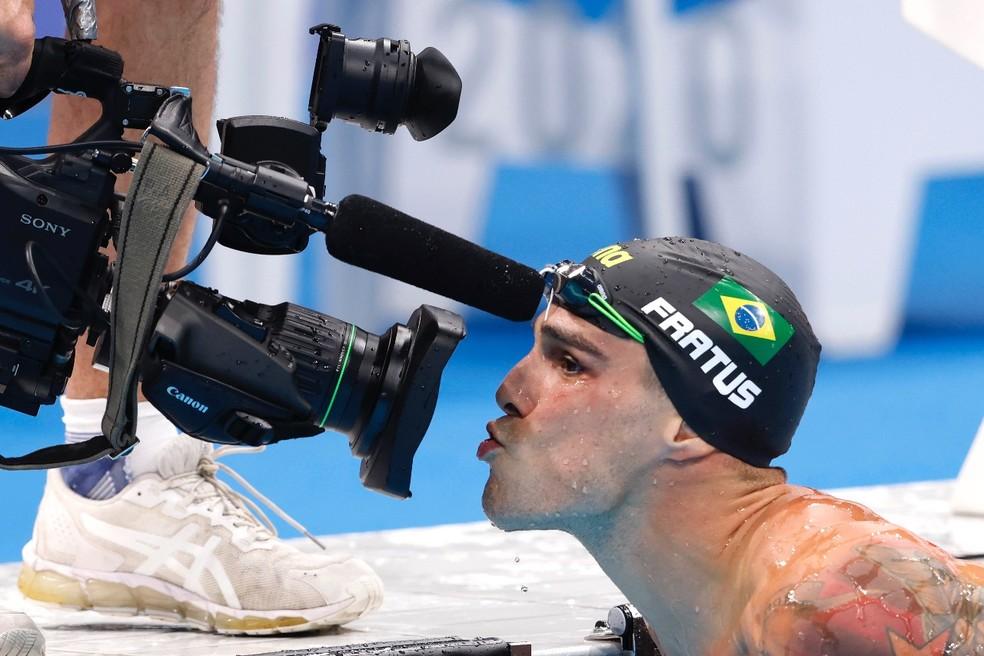 Bruno Fratus comemora classificação às semifinais dos 50m nado livre — Foto: Satiro Sodré/SSPress/CBDA