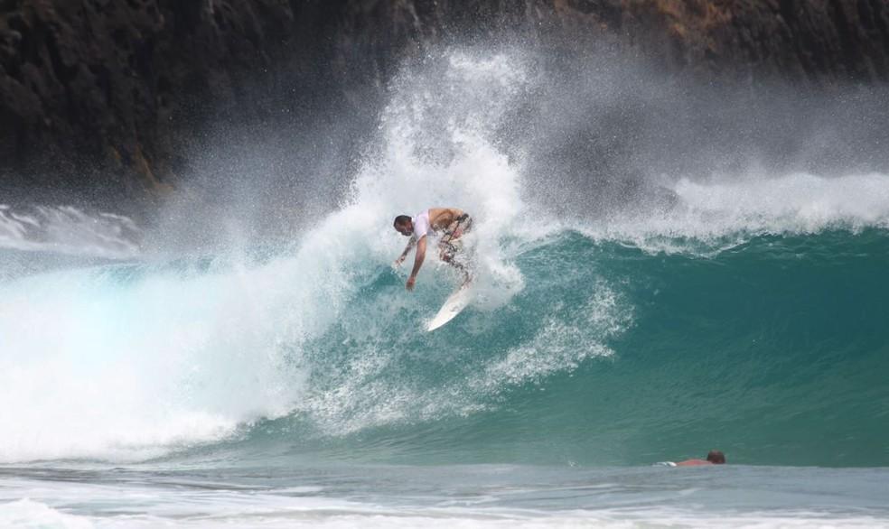 Xandinho confere condições e se dá bem no adeus às ondas em Fernando de Noronha (Foto: Marcelo Freire)