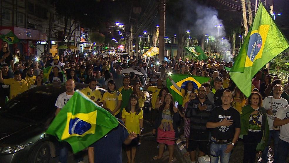 Festa para celebrar vitória de Bolsonaro lotou Centro de São José — Foto: Reprodução/TV Vanguarda