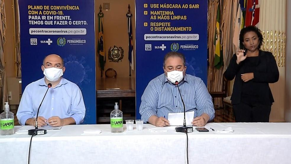 Anúncio de testagem em massa foi feito durante coletiva de imprensa transmitida pela internet — Foto: Reprodução/YouTube