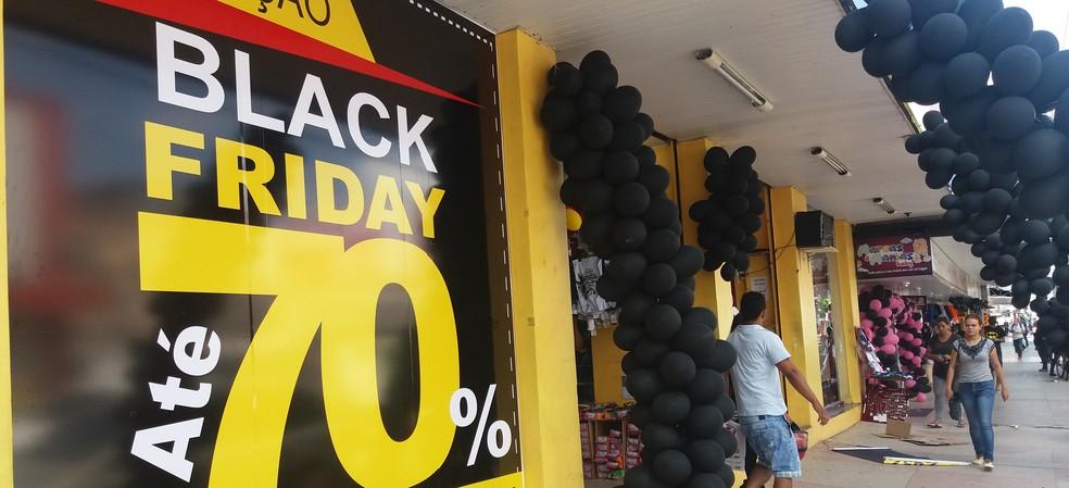 Lojas oferecem descontos agressivos na Black Friday; alguns clientes reclamam de propaganda enganosa (Foto: Jéssica Alves/G1)