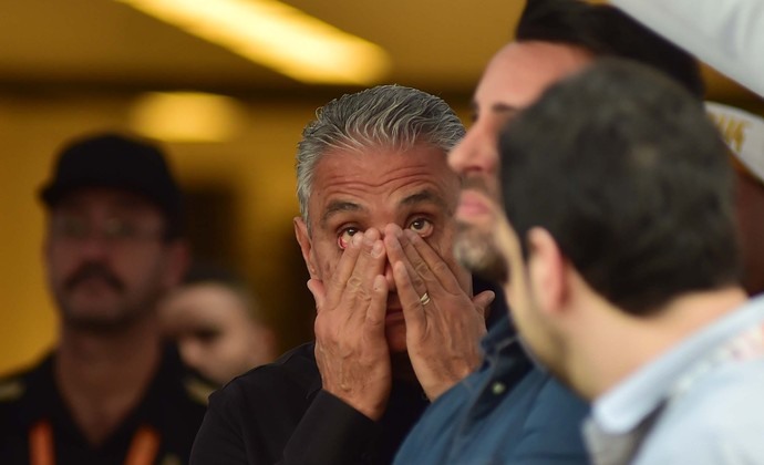 Tite chora antes de homenagem (Foto: Marcos Ribolli)