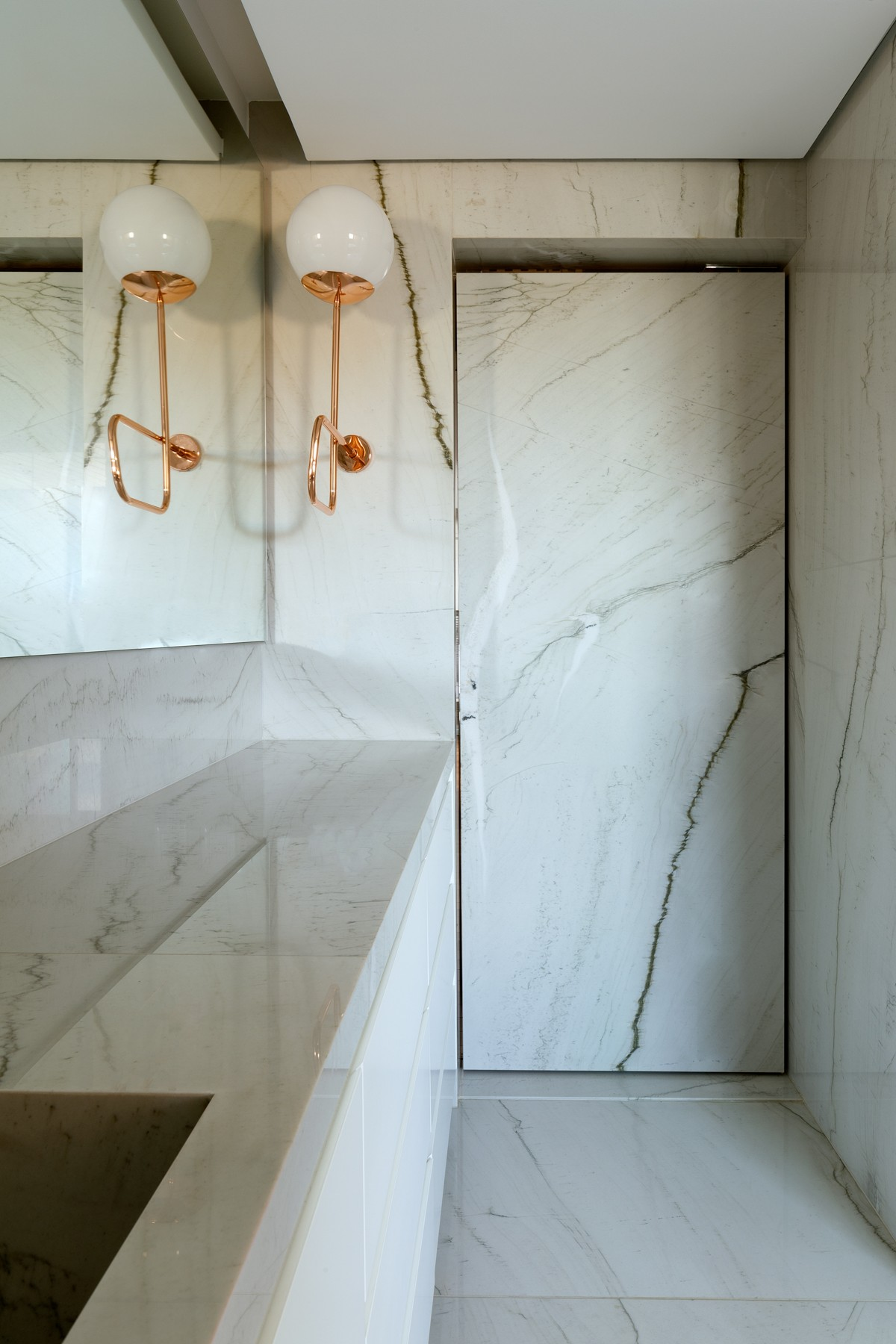 Banheiro com quartzito.