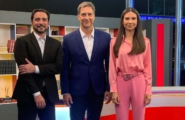 Na mesma emissora, Luís Ernesto Lacombe e um time de comentaristas criticaram o uso de máscaras e prestaram outros desserviços (Foto: Divulgação)