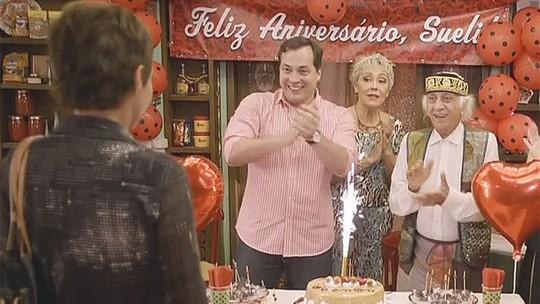 Andréa Beltrão comemora aniversário de Sueli em 'Tapas'