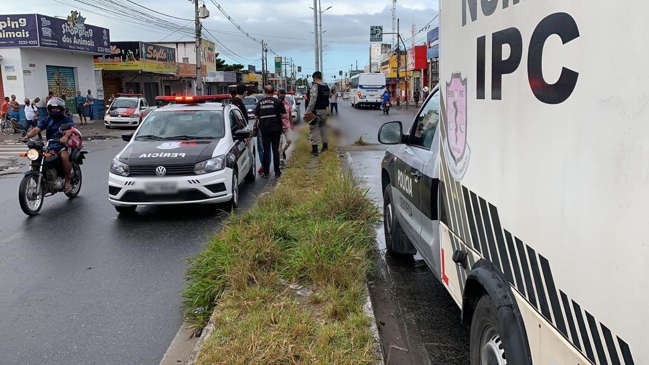 Homem morre após perder controle da moto e colidir com poste, em João Pessoa
