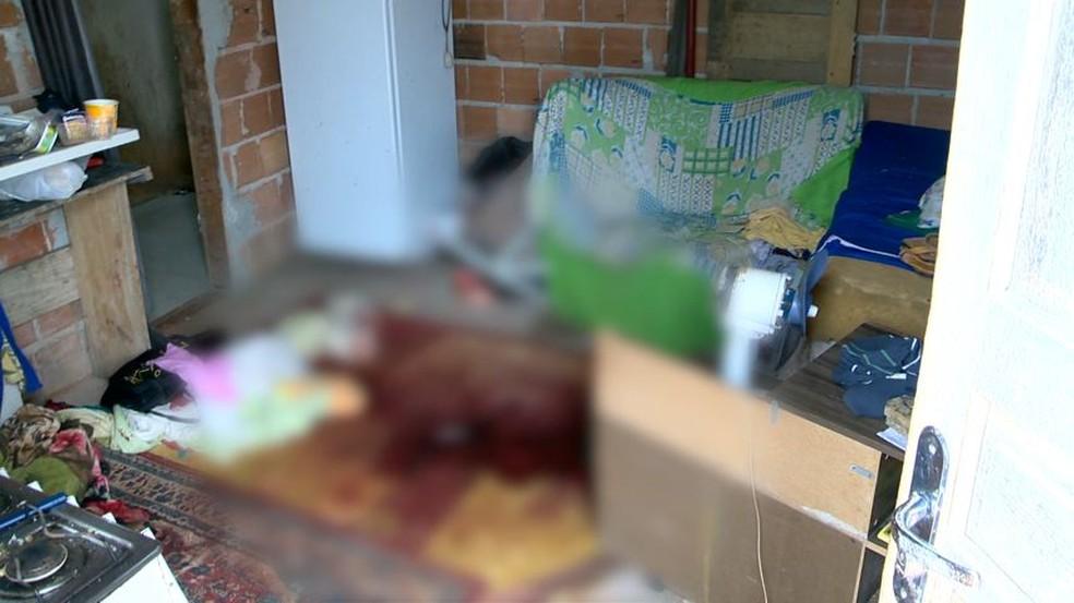 Casal foi encontrado morto na casa que morava, no interior de Guarapari — Foto: Luciney Araújo/ G1