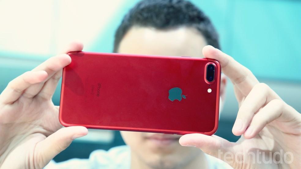Lançada em 2017, edição vermelha do iPhone possui mesma ficha técnica (Foto: Carolina Ochsendorf / TechTudo)