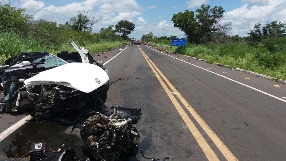 Veículo de luxo ficou completamente destruído após colisão entre Campo Maior e Altos. (Foto: Divulgação/ PRF)