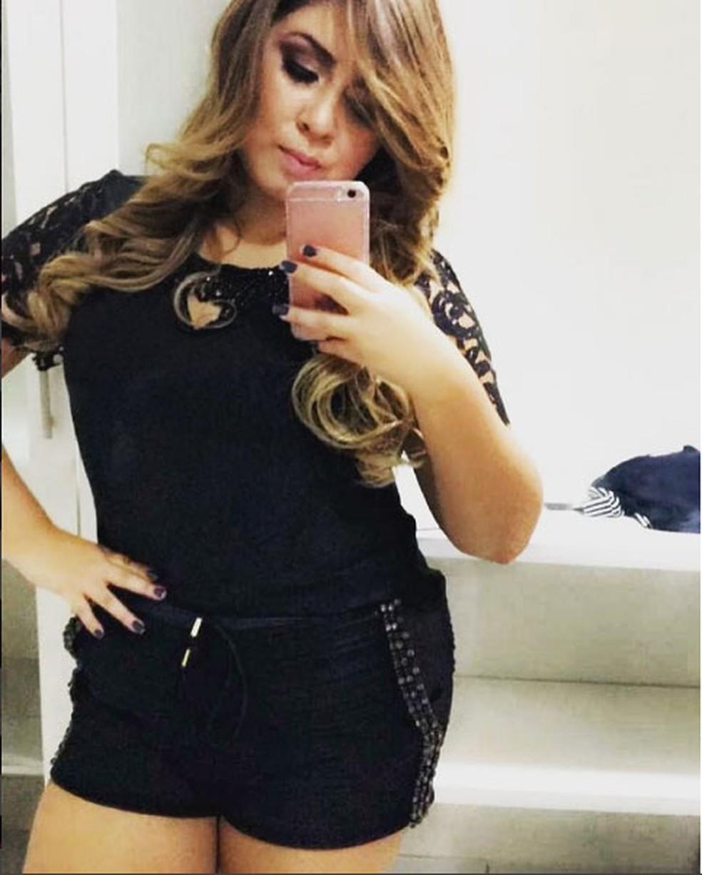 Aquela foto no espelho para Marília Mendonça mostrar que é Rainha mesmo (Foto: Reprodução Internet)