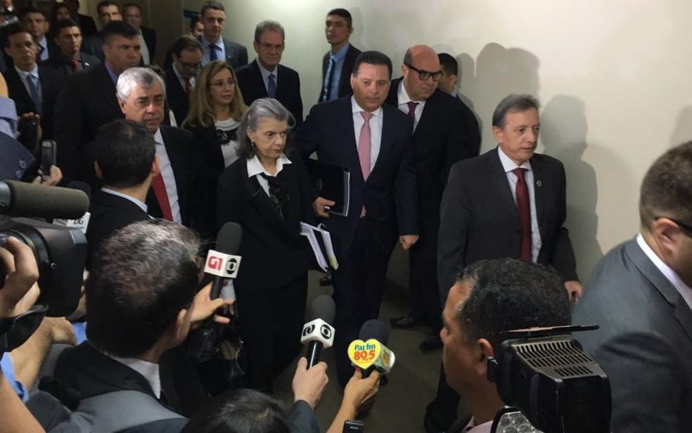 Após rebeliões, ministra Cármen Lúcia visita Goiás (Foto: Vitor Santana/G1)