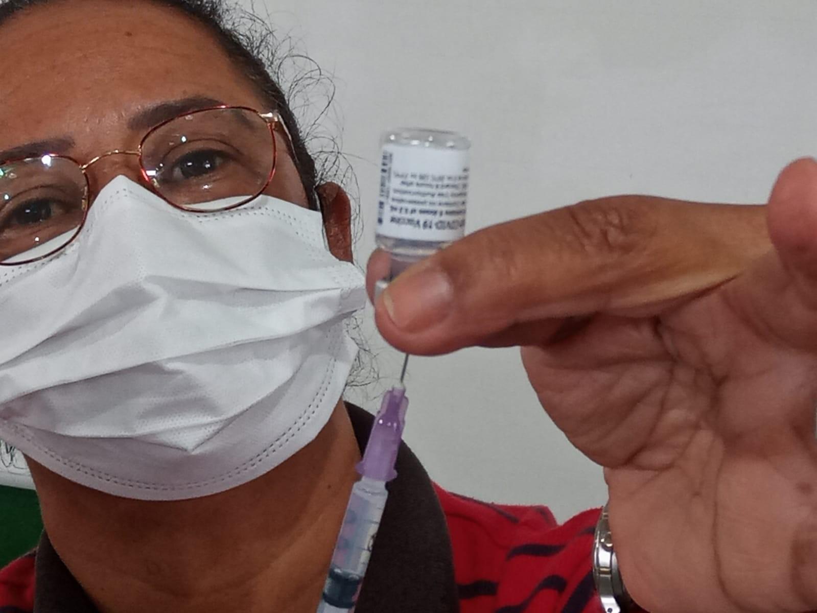 Adolescentes são vacinados contra a Covid-19 em escolas estaduais da zona rural e urbana em Sete Barras, SP