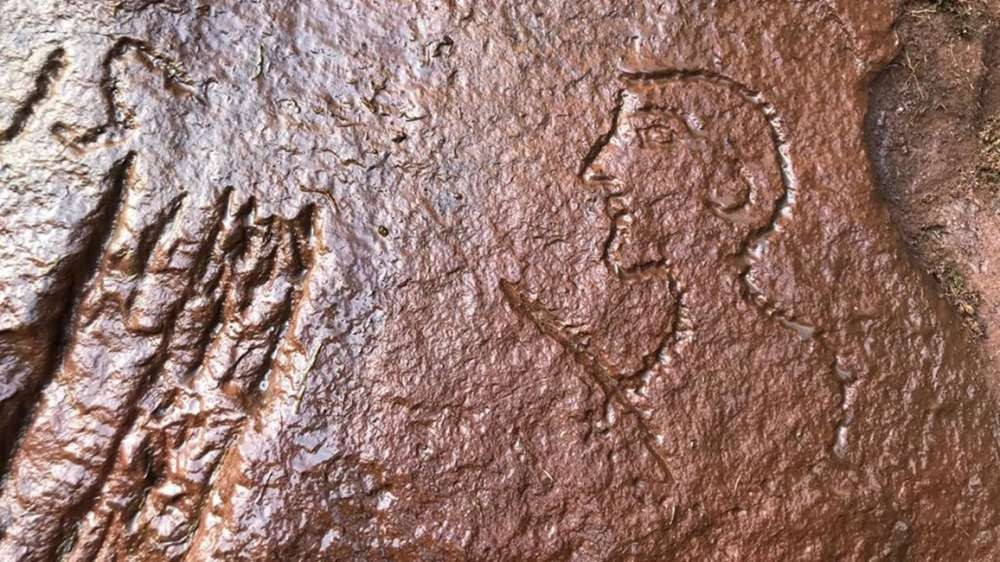 Desenho de um rosto caricaturado de um homem foi feito durante o Império Romano (Foto: Newcastle University)