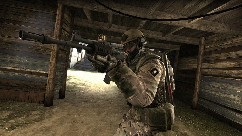 É importante praticar o recoil da arma ao treinar a mira  — Foto: Divulgação/Valve