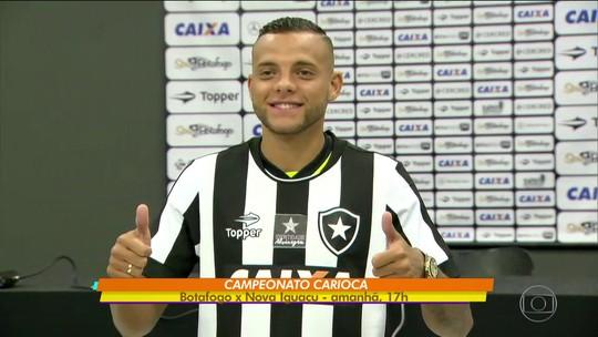Ex-Grêmio, o atacante Guilherme se apresenta no Botafogo