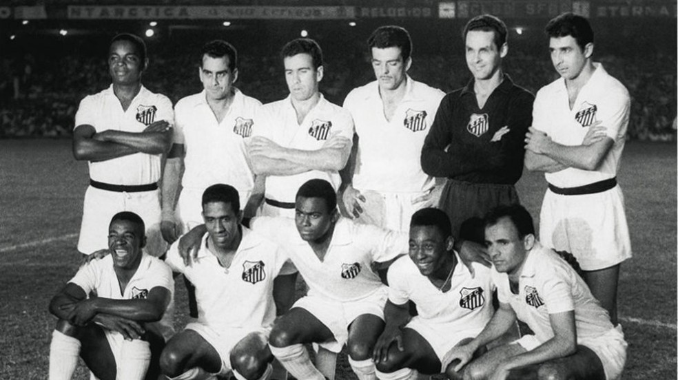 Último à direita, agachado: Pepe diz que jamais surgirá alguém como Pelé, a seu lado na foto (Foto: Arquivo Conmebol)