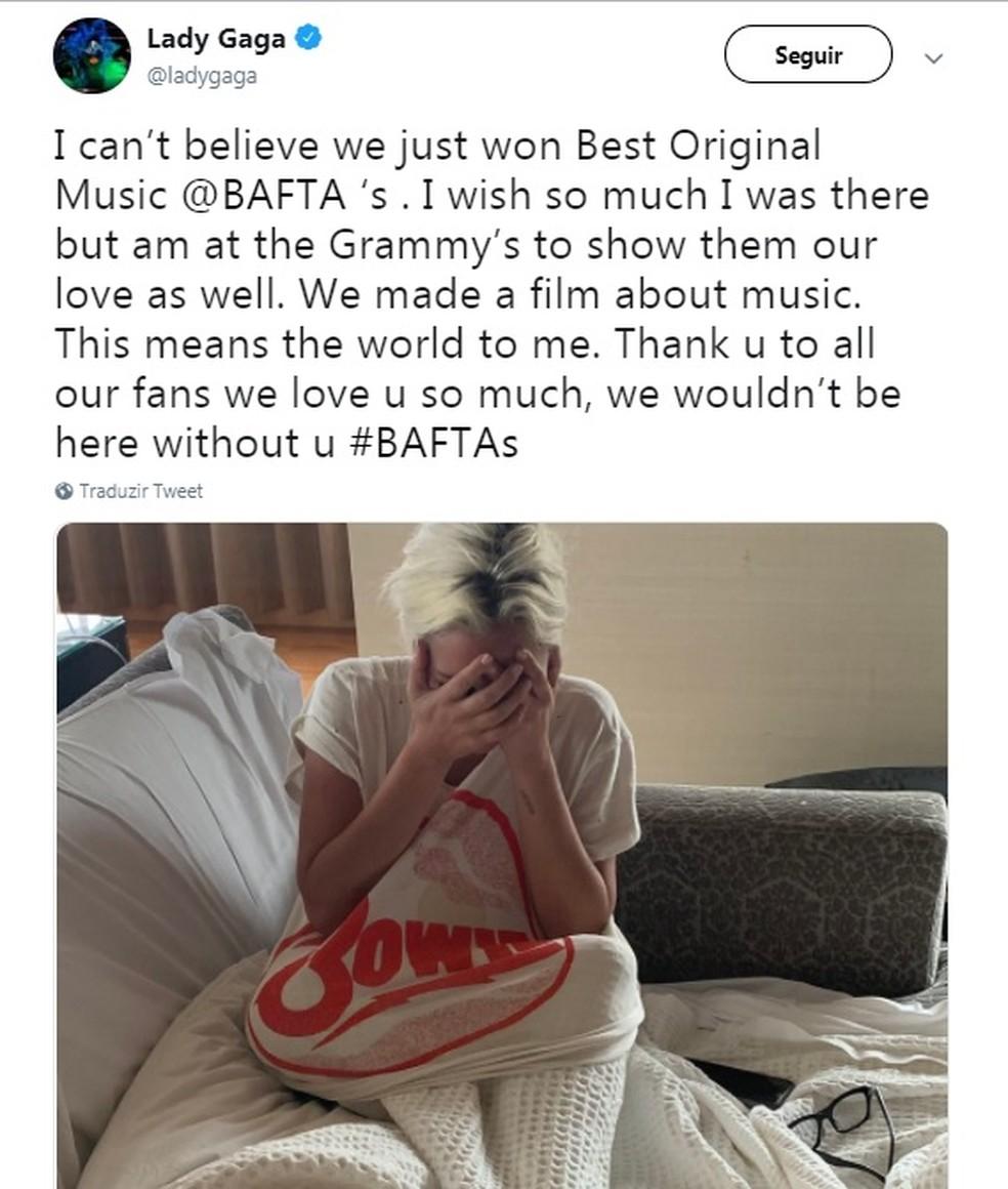Lady Gaga se emocionou ao ser anunciada em fevereiro de 2019 como a vencedora do Bafta de melhor música original — Foto: Reprodução/Twitter