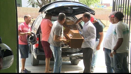 Polícia interrompe velório em Campina Grande e leva corpo para investigar morte