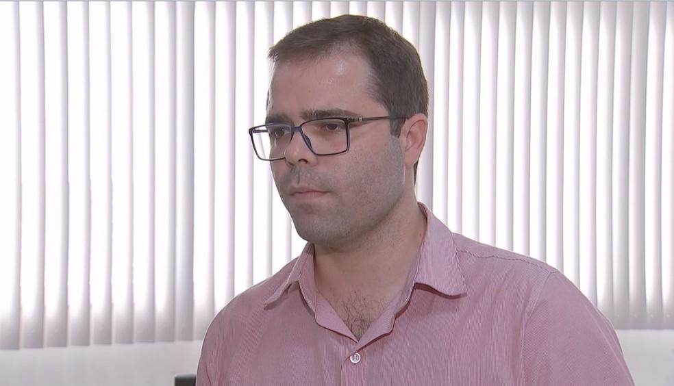 Para Rafael Arruda, diretor do Departamento de Urgência da Secretaria de Saúde, as picadas em sequência podem ter potencializado os sintomas — Foto: TV TEM/Reprodução