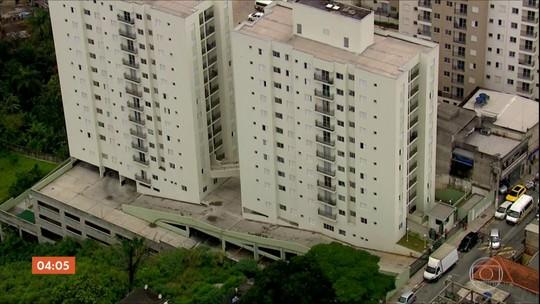 Defesa Civil retira moradores de prédios em Osasco, SP