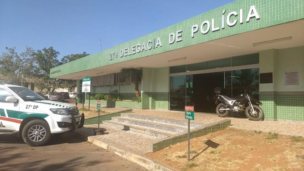 Fachada da 27ª Delegacia de Polícia, no Recanto das Emas, no DF — Foto: Marília Marques/G1