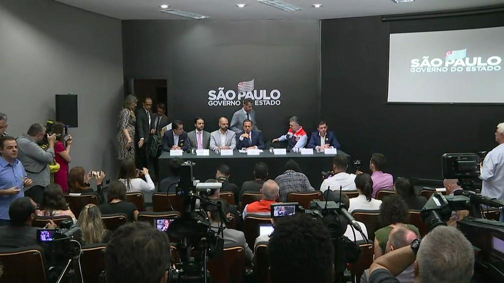 Sala de imprensa do Palácio dos Bandeirantes teve paredes pintadas de preto — Foto: TV Globo/Reprodução