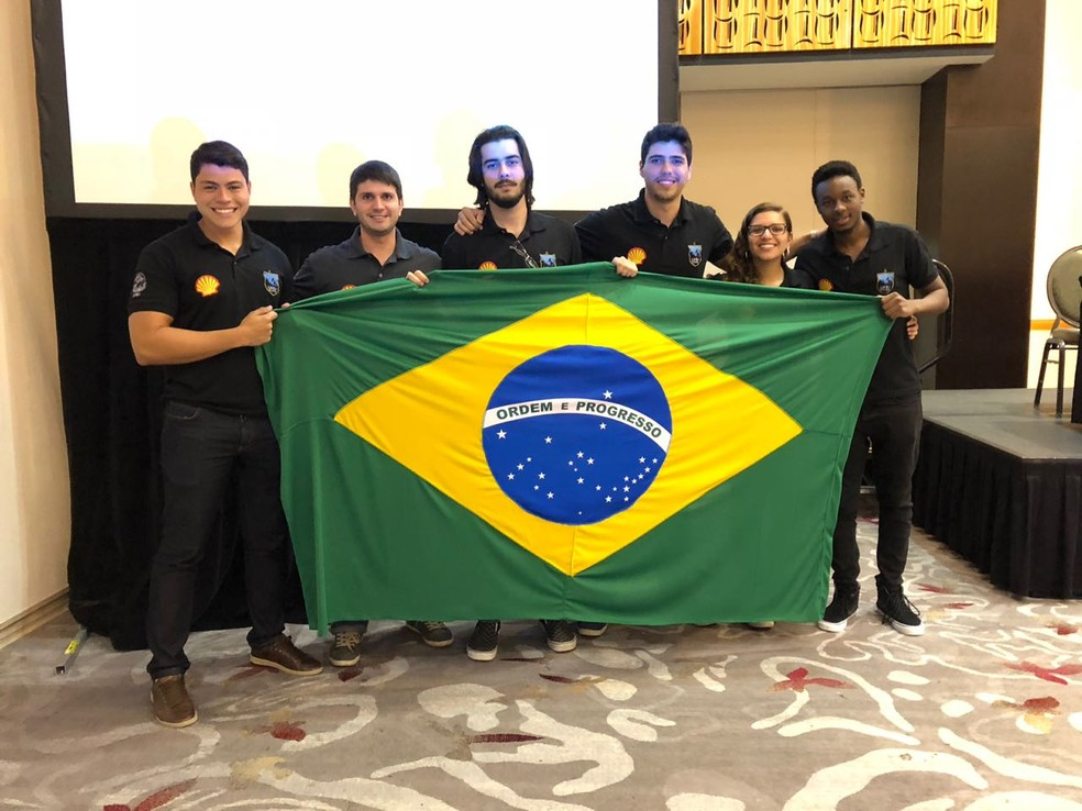 A equipe campeã após a final regional (Foto: Divulgação/UFRJ)