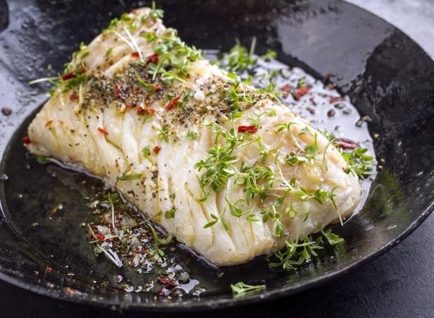 A receita de bacalhau no papelote com legumes é nutritiva e fácil de fazer  (Foto: Divulgação)