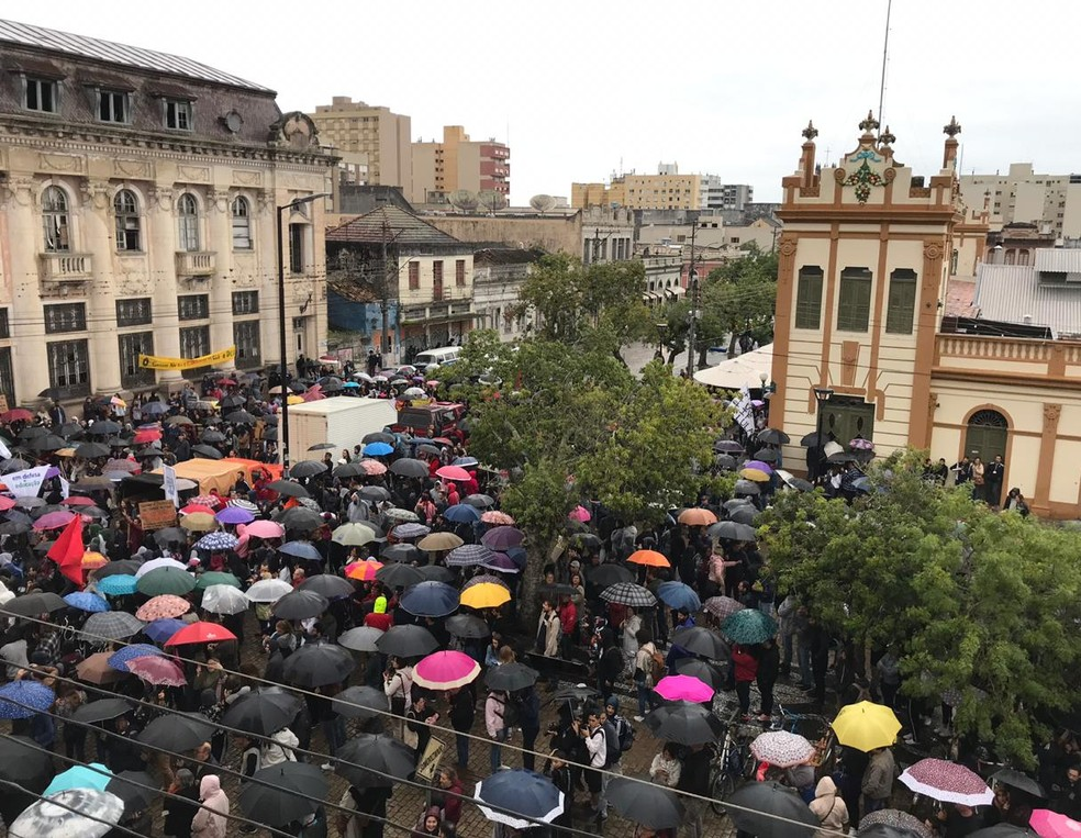 312e57d40796 ... 15h45: Manifestação em Pelotas, no Sul do estado, nesta quinta (