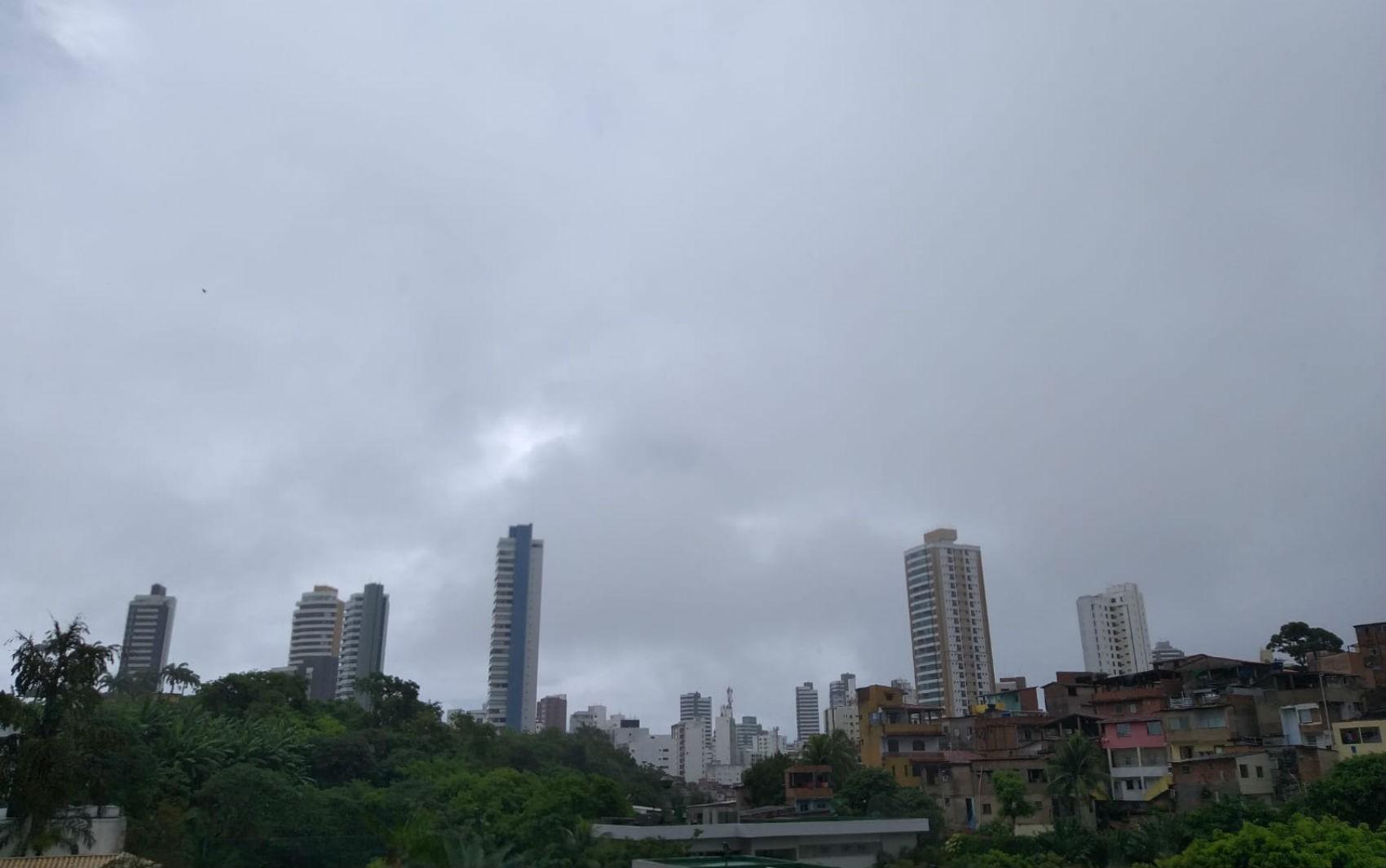 Fim de semana em Salvador será de tempo nublado com possibilidade de chuva em áreas isoladas; veja previsão