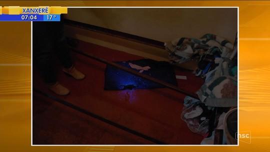 Mulher é morta estrangulada com fio de celular em SC e ex-companheiro é preso