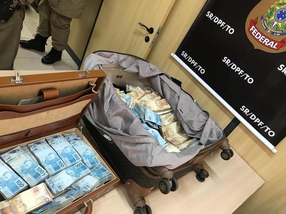 Dinheiro estava dentro de malas — Foto: Divulgação