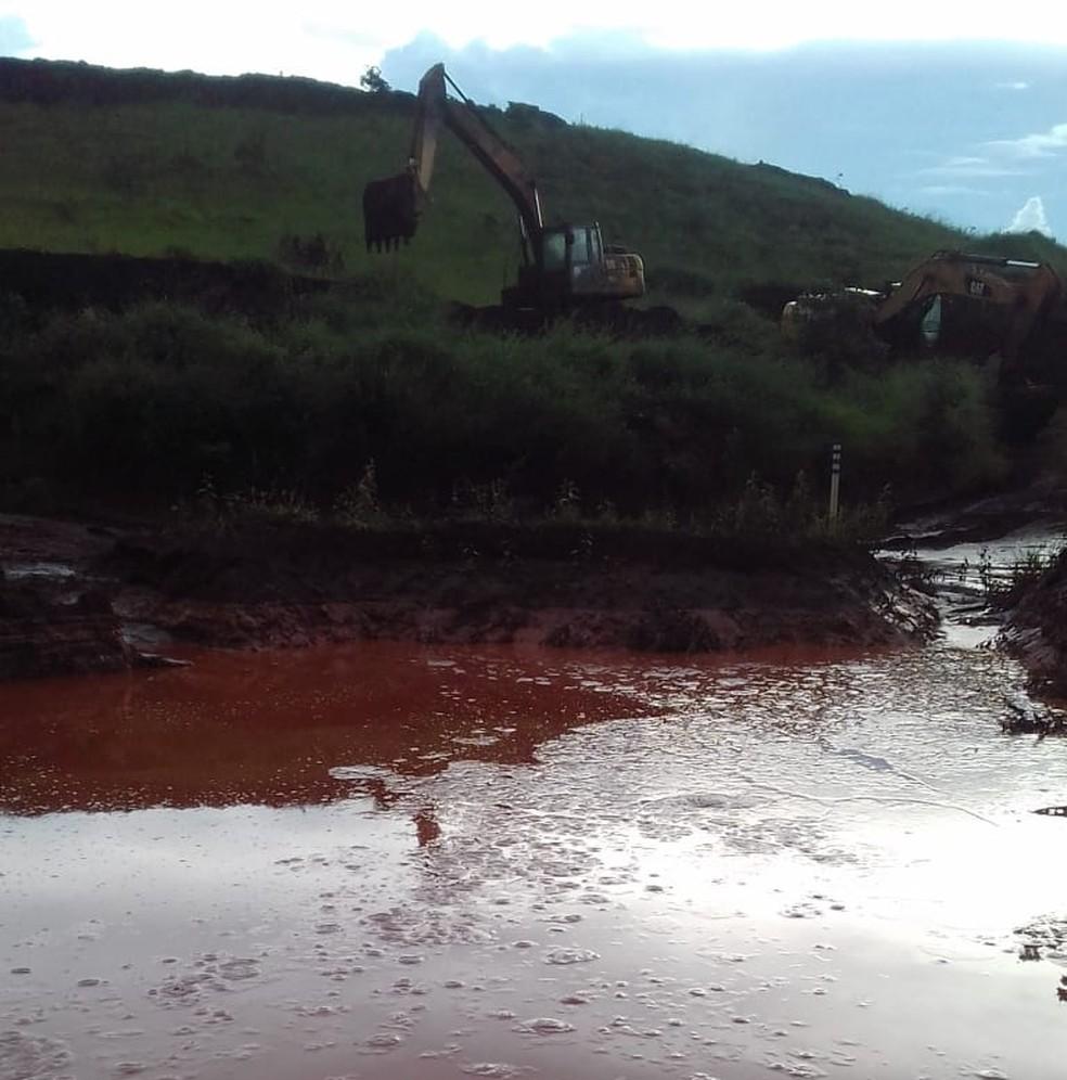Temporal atinge área de mineradora e enxurrada provoca incidentes em Belo Vale — Foto: Marcos Virgílio Rezende/Arquivo pessoal