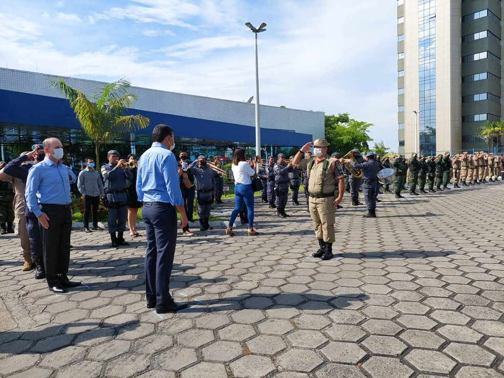 Força-tarefa para combater queimadas foi anunciada nesta segunda-feira (16) — Foto: Eliana Nascimento/G1 AM