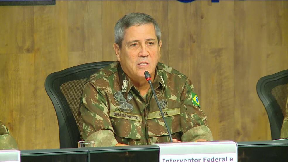 General Braga Netto deu entrevista coletiva sobre detalhes do processo de intervenção na segurança do RJ (Foto: Reprodução/ GloboNews)