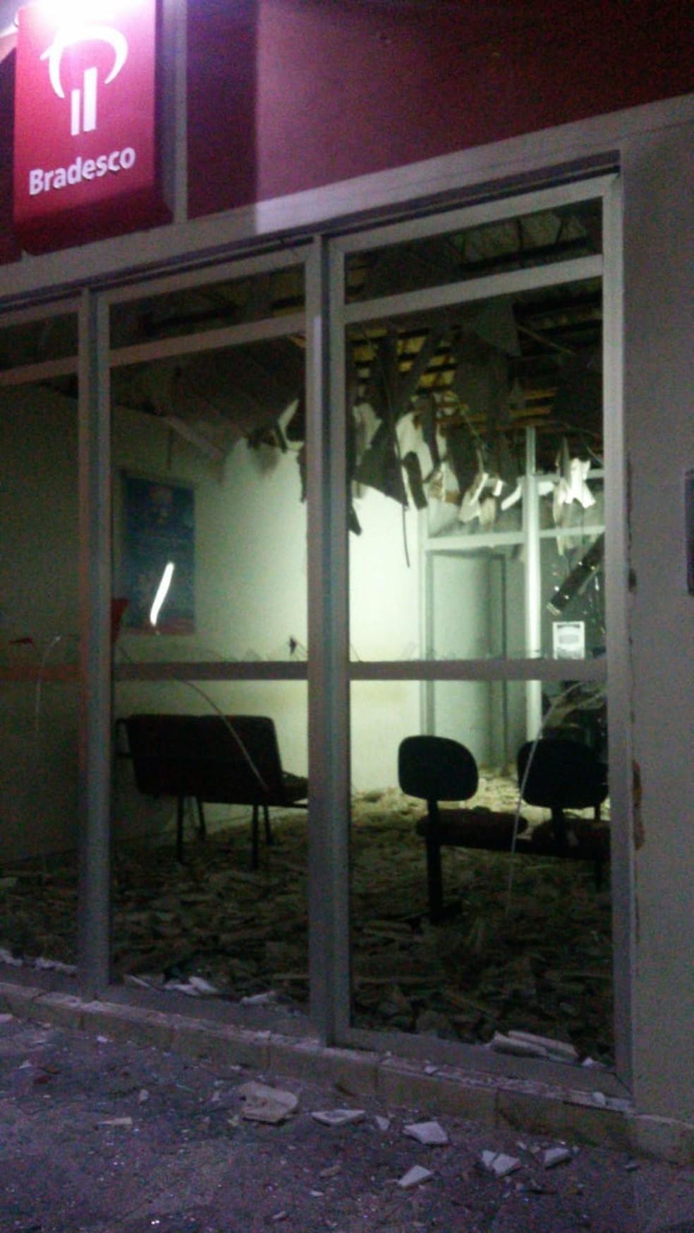 Quadrilha explode caixas de banco e Correios e atira em base da PM no Oeste potiguar (Foto: Redes Sociais)
