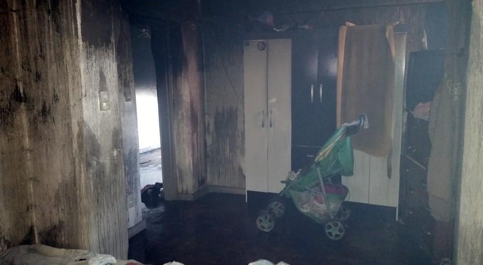 Bombeiros ainda apuram causas de incêndio que matou 3 pessoas em Lavras (Foto: Corpo de Bombeiros)