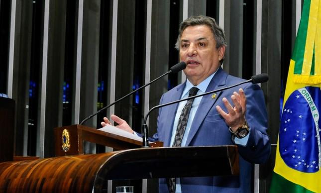 O senador Zezé Perrela
