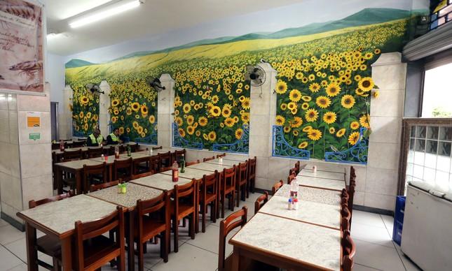 Restaurante vazio no centro do Rio