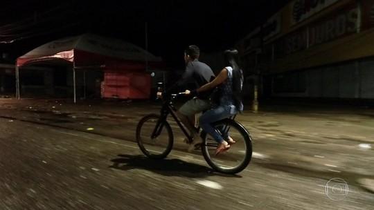 Homem pedala quase 40 km para buscar a mulher no trabalho